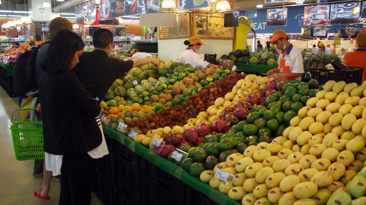 モールオブエイジアでフルーツを買う