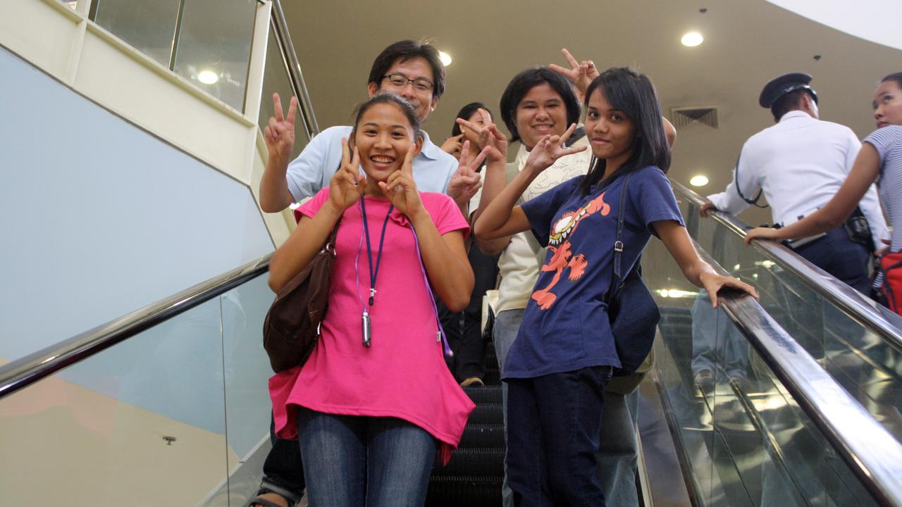 フィリピン人の大学生と買い物